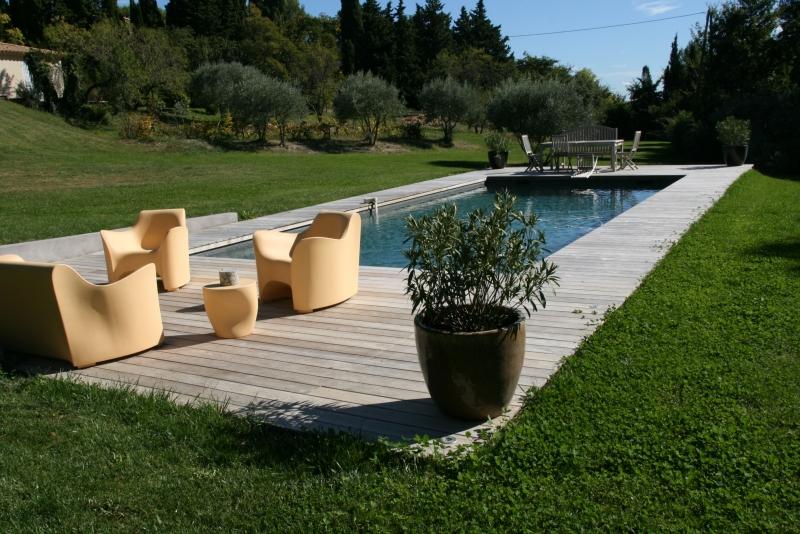 am nagement d 39 un contour de piscine vitrolles. Black Bedroom Furniture Sets. Home Design Ideas